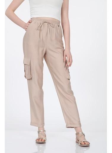 Vitrin Beli Lastikli Bağcıklı Kargo Cep Detaylı Pantolon Bej